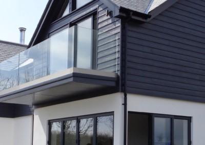 Visofold doors in anthracite grey below a visoglide patio door