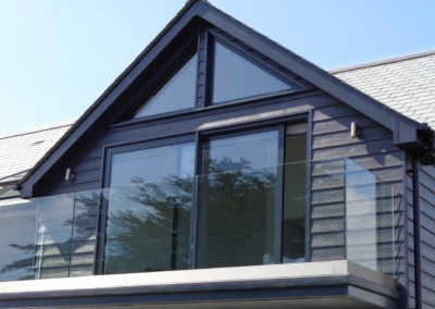 Gable frame in 7016 anthracite grey powdercoated aluminium fitted in mullion